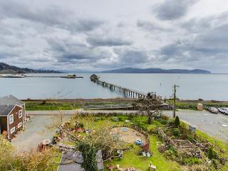 Gorgeous home near boat launch - pet-friendly! - Garibaldi vacation rentals