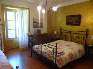 Beautiful Bed and Breakfast with Internet Access and Balcony - Varzo vacation rentals