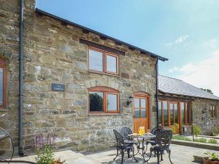 THE STABLES, private patio, WiFi, modern and comfortable, edge of working farmland, near Llanfair Caereinion, Ref. 923846 - Llanfair Caereinion vacation rentals