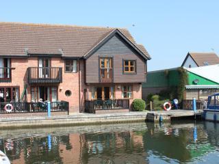 Waveney Cottage, Waterside Holiday Accommodation - Wroxham vacation rentals
