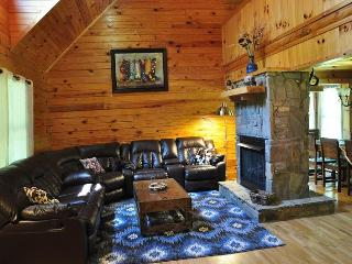 Twin Oaks - Great Family Getaway with Hot Tub, Fire Pit, and Pool Table - Just 20 minutes from Town - Bryson City vacation rentals