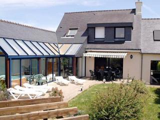Travers 33535 villa with indoor heated pool 7 x 3 mtr, jacuzzi and sauna - Moelan sur Mer vacation rentals