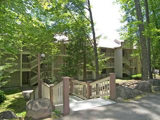 RD103- Managed by Loon Reservation Service - NH Meals & Rooms Lic# 056365 - Lincoln vacation rentals