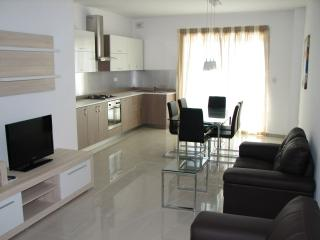 Excellent located apartment in Swieqi - Swieqi vacation rentals