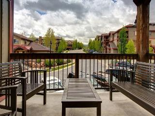 2BR/2BA Spacious Park City Townhouse Steps from Pool & Hot Tub, Sleeps 8 - Park City vacation rentals