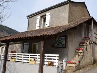 Cozy 2 bedroom Gite in Lacrouzette with Internet Access - Lacrouzette vacation rentals
