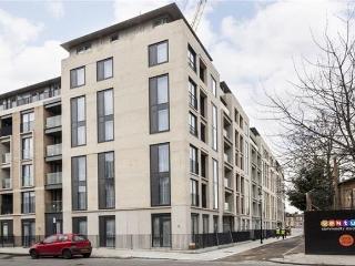 Portobello Square 02 bed in Notting Hill - London vacation rentals