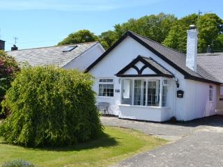 Bungalow 5-minutes walk from Llanbedrog Beach - Llanbedrog vacation rentals