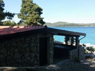 Stone house with a boat - Jezera vacation rentals