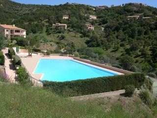Maison jumelée dans résidence avec piscine F79 - Les Issambres vacation rentals