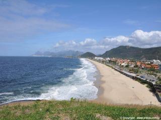 Casarão a poucos metros da praia - Niteroi vacation rentals