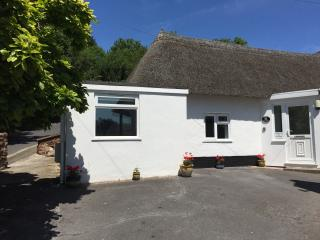 Comfortable Bungalow with Internet Access and Garden - Torquay vacation rentals