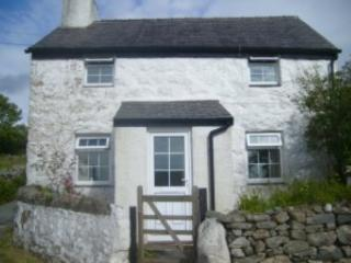 Nice Cottage with Porch and Television - Llanllyfni vacation rentals