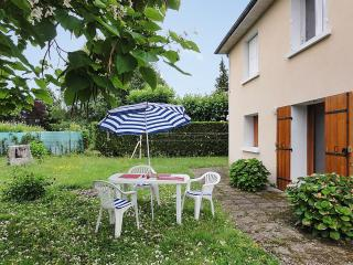 Garden apartment near Périgueux in the Dordogne w/ 2 bedrooms and BBQ terrace - Trelissac vacation rentals