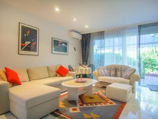 Beachfront apartment (76m2) in White Pearl Beach - Elviria vacation rentals