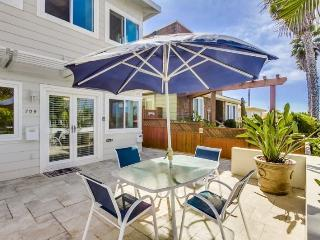 Lovely 2 bed/2bath condo with Ocean view patio, 5 houses from Ocean, Bikes, WiFi - Pacific Beach vacation rentals