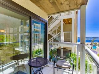 Patty`s Riviera Villa: On beautiful Sail Bay, Steps to Sand, Bikes, WiFi - San Diego vacation rentals