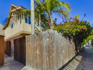 Donna`s Beach Retreat: One Block from Bay and Ocean, Fenced Yard, Outdoor - San Diego vacation rentals