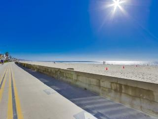 Pete's Mission Beach Getaway: Just 200 steps and your toes are in the sand - Pacific Beach vacation rentals