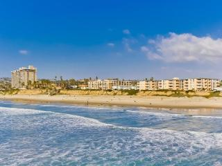Mitchell`s Poolside Paradise: Oceanfront building w/ Pool View, Hot Tub, 2 Bikes, Wifi, AC in Bedroom - San Diego vacation rentals