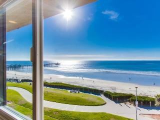 Casa de Camacho Panoramic Ocean View Penthouse: Steps from Ocean, Pool, Hot Tub, WiFii, Bikes - Pacific Beach vacation rentals