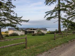Lovely, oceanfront home with multiple sea views & beach access! - Nordland vacation rentals