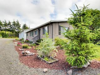Bright, dog-friendly home w/ entertainment, great location - close to beach! - Coos Bay vacation rentals