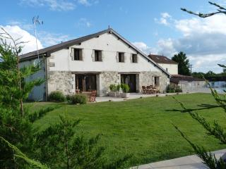 Perfect 8 bedroom Parcoul Gite with Internet Access - Parcoul vacation rentals