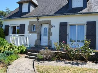 Nice House with Satellite Or Cable TV and Microwave - Queven vacation rentals