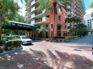 PRE-CHRISTMAS SALE-2 BED/2 BATH w BAY VIEW  MUTINY HOTEL from $249 per night!! - Coconut Grove vacation rentals