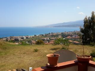 Splendida Villetta Arredata 70Mq Caminia Alta - Calalunga-Pietragrande vacation rentals