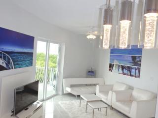 Turtle Cove -1Bed/2Bath ocean views, infinity pool - Seven Mile Beach vacation rentals