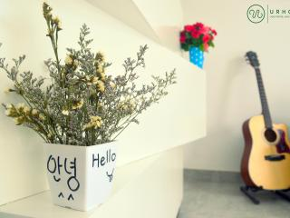 UrHome ApartHotel- Nice DELUXE ROOM Cau Giay 4th - Hanoi vacation rentals