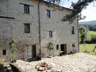 Splendido appartamento in antico casale - Pennabilli vacation rentals