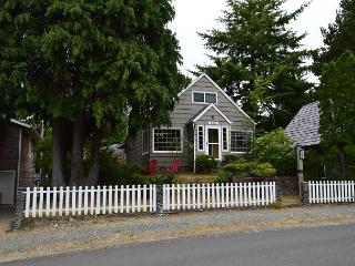 GARTEN HAUS ~ MCA# 762A ~ Charming cottage located 6 blocks to the beach! - Manzanita vacation rentals