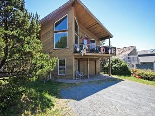 CHINOOK~ Beautiful bright home with hot tub, game tables, 1/2  block to beach - Manzanita vacation rentals