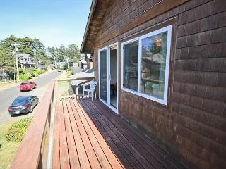 BEACHAVEN ~ Great location 1/2 block to the beach and 1 block to town!!! - Manzanita vacation rentals