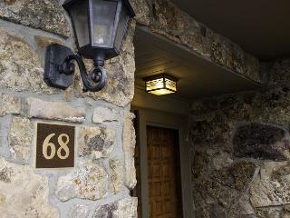 Beautiful Remodeled Golf Course Town home only 1 mile from Vail Village - Vail vacation rentals