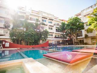 SPACIOUS APARTMENT + POOL VIEW, THE BUILDING HAS GYM / AMAZING POOL / JACUZZI - Playa del Carmen vacation rentals