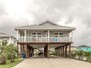 LIghthouse. Pet Friendly, WIFI, Across from POOL, In Town - Port Aransas vacation rentals