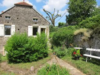 2 bedroom Cottage with Internet Access in Venarey-les-Laumes - Venarey-les-Laumes vacation rentals