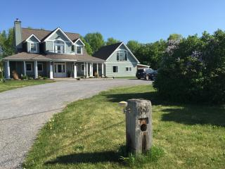 2 bedroom Guest house with Internet Access in Bloomfield - Bloomfield vacation rentals