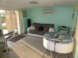 Nice Gite with Internet Access and A/C - Latresne vacation rentals