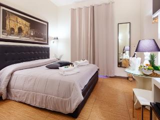 Rome Comfy Townhouse just 300 m from the Colosseum - Rome vacation rentals