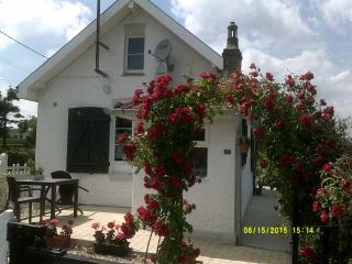 Romantic Cottage with Internet Access and Satellite Or Cable TV - Maresquel-Ecquemicourt vacation rentals
