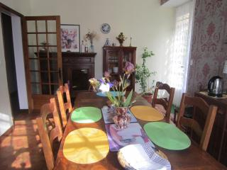 Bright 4 bedroom Vacation Rental in Confolens - Confolens vacation rentals