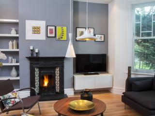 STUNNING BRAND NEW APARTMENT - London vacation rentals