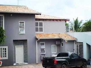 Flat com cozinha e suítes p/temporada em Cuiabá - Cuiaba vacation rentals