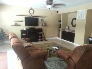 Have your family reunion at the lake! - Hollister vacation rentals