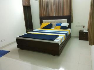 Comfortable Condo with A/C and Balcony - Chennai (Madras) vacation rentals